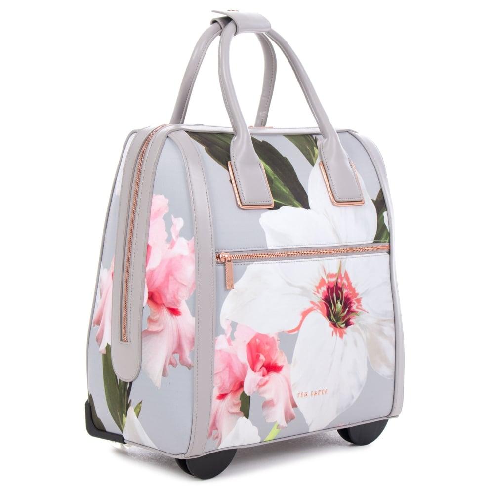 Как выбрать женскую дорожную сумку c71f3ece06a